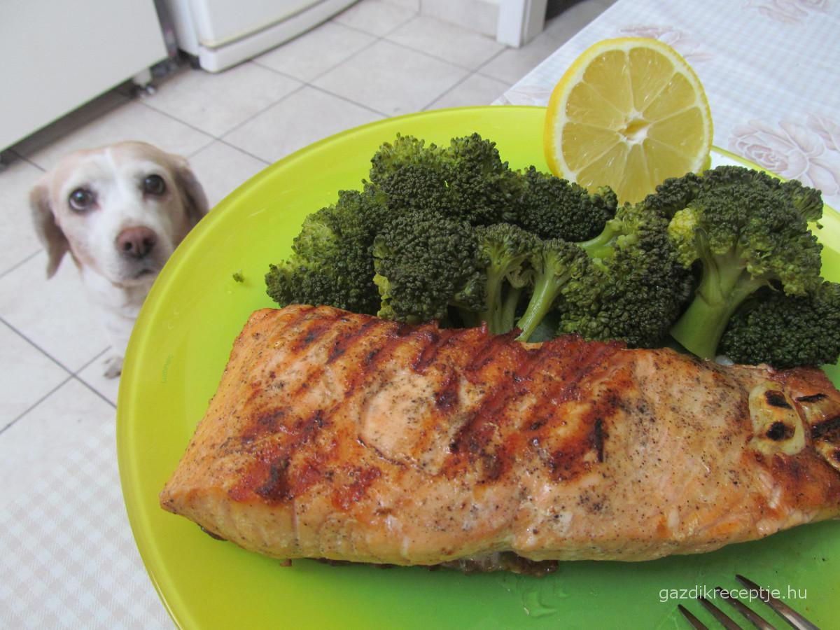 grillezett lazacfile brokkolival